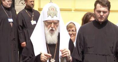 Украинская церковь опять раскололась и отменила Томос