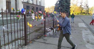 Война памятников: одесские нацисты осквернили мемориал погибшим на Куликовом поле (ФОТО, ВИДЕО)