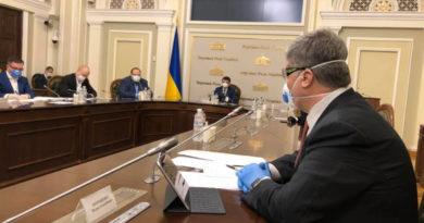 Андрюха Червонец.  О пушном зверьке, подкрадывающемуся к Украине