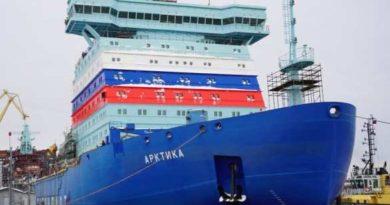 Хроники «страны-бензоколонки».  Российские судостроители «сделали то, во что многие не верили»: «Арктика» идёт в Мурманск (ВИДЕО)